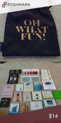 Sephora beauty bag Cute black nylon bag filled with 20 skincare and makeup samples from Sephora! Brands include Peter Thomas Roth, Fresh, Clinique, Kat Von D, Living Proof, Nude, Farmacy, Phyto, Tarte, Estee Edit, Josie Maran, Smashbox, Supergoop, Tata Harper, Boscia, Shiseido, Agave, Drunk Elephant, Ole Henriksen. Great way to try several great brands or great for travel! Makeup