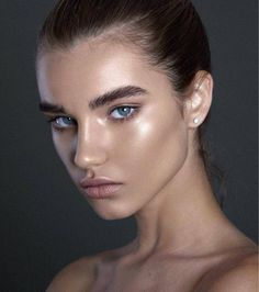 There is beauty in simplicity   Makeup and Photography by @jordanliberty Model is @meghanrochey  Products Used To Create This Look: @faceatelier Foundation over @clinique moisture surge @urbandecaycosmetics Peach Naked Skin Corrector and...