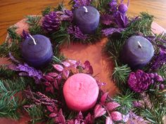 DIY Advent wreath painted with old crayons