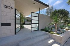 Amazing Of Courtyard Entry Ideas Entry Gate Ideas With Courtyard Entry Midcentury And Modern Pots Tor Design, Gate Design, House Design, Courtyard Entry, Modern Courtyard, Courtyard Design, Garden Modern, Concrete Front Porch, Landscaping Retaining Walls
