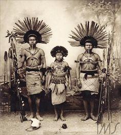 Retrato de três índios com cocar e arco e flechas Pastore, Vincenzo