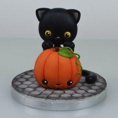Chocolat Halloween, Bolo Halloween, Halloween Cupcake Toppers, Fondant Cupcake Toppers, Halloween Party Decor, Halloween Cat, Holidays Halloween, Halloween Themes, Halloween Pumpkins