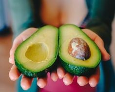 Studies have shown many scientifically-based benefits of eating Avocado. Here are what the benefits are and why you should eat avocado, especially on the keto diet. Weight Loss Tea, Gain Weight Fast, Lose Weight, Avocado Smoothie, Foods For Anxiety, Lectin Free Diet, Avocado Health Benefits, Avocado Nutrition, Avocado Food