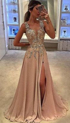 Fashion Prom Party Dresses With Beaded, Chic Long Evening Gowns, Beaded Formal Gowns Mode Prom Party Kleider mit Perlen, schicke lange Abendkleider, Perlen formelle Kleider. V Neck Prom Dresses, Grad Dresses, Prom Party Dresses, Homecoming Dresses, Bridesmaid Dresses, Dress Prom, Dresses Uk, Barbie Dress, Goddess Prom Dress