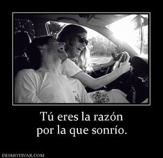 Tú eres la razón por la que sonrío.