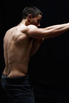 Nick Jonas tira a camisa e mostra músculos em fotos para revista Detail | Portal POPline | O maior site brasileiro sobre música pop