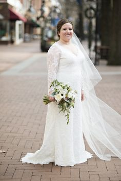 Wedding pictures at Omni Hotel Downton Mall in Charlottesville, Virginia | Bridal portrait