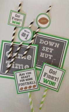free-football-party-printables-diy-inspired Football Centerpieces, Football Party Decorations, Football Themes, Football Food, School Centerpieces, Football Posters, Football Fever, Office Decorations, Football Team