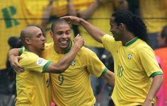 Roberto Carlos, Ronaldo y Ronaldinho. Pedazo de delantera.