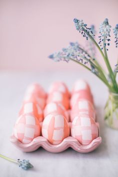 Gingham Dyed Easter Eggs | The Blondielocks | Life + Style