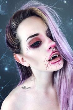 Scary Vampire Makeup Idea ★ When it comes to Halloween, vampire make-up is on a . Vampire Makeup Looks, Scary Vampire, Halloween Vampire, Halloween Makeup Looks, Vampire Girls, Halloween 2019, Scary Halloween, Halloween Ideas, Helloween Make Up