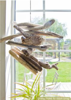 15 DIY Driftwood Projects