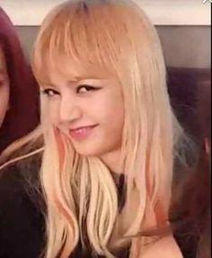 She's like a living lenny face Memes Blackpink, Kpop Memes, Bts Meme Faces, Memes Funny Faces, K Pop, Square Two, Blackpink Funny, Blackpink Photos, Kim Jisoo