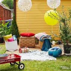 Bring the silver screen to your backyard! We& got DIY ideas for transforming your backyard into a family-friendly movie night. Serve some concession stand favorites, and cozy up for a movie under the stars. Backyard Movie Screen, Backyard Movie Nights, Family Movie Night, Family Movies, Movies Under The Stars, Hosting Thanksgiving, Rock Decor, Small Pillows, Scatter Cushions