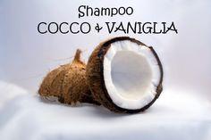 La ricetta è semplicissima, per realizzare il vostro shampoo è sufficiente miscelare gli ingredienti. Considerato che è difficile lavorare l'olio di Cocco nel periodo invernale, essendo solido sotto i 25°, vi consiglio di porlo a scaldare per scioglierlo leggermente. Per emulsionare al meglio il composto utilizzate un piccolo frullino: il risultato sarà più omogeneo e le parti non tenderanno a dividersi eccessivamente. Ogni volta che andrete a utilizzare lo shampoo vi basterà agitare ...
