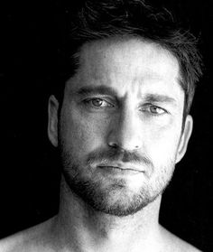 Gerard Butler, couldn't help but pin it. sorry folks, it's GERARD BUTLER, though! Pretty People, Beautiful People, Portrait Images, Actrices Hollywood, Hommes Sexy, Raining Men, Brad Pitt, Famous Faces, Gorgeous Men