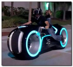 The real life Tron Lightcycle replica is equipped with it own handcrafted fiberglass frame and is fitted with Evolve Motorcycles custom lithium ion battery system to power the bike's electric motor. Futuristic Motorcycle, Futuristic Cars, Bike Garage, Tron Bike, Design Autos, Best Luxury Cars, Cool Motorcycles, Super Bikes, Sexy Cars