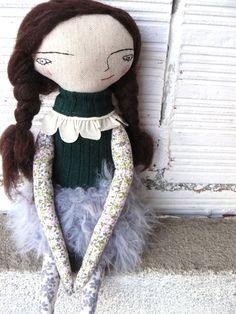 Muñeca de lino y algodón. 32 cm. Pelo de pura lana virgen. Falda tejida a mano de AntonAntonThings en Etsy