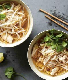 Není nic lepšího, než si v zimě dát mísu kouřící polévky. A právě ty v asijském stylu mají ještě něco navíc. Tofu, Sushi, Spaghetti, Ethnic Recipes, Asia, Lasagna, Spaghetti Noodles
