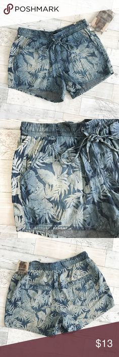 🆕 NEW Floral Print Drawstring Shorts NEW Floral Print Drawstring Shorts. Indigo Blue. Size XS. Elastic waist. NWT. Pet and smoke free home. No Trades. Bundle and save more! Inquire below with questions. Thanks for looking, sharing, and shopping my closet! Rewash Shorts