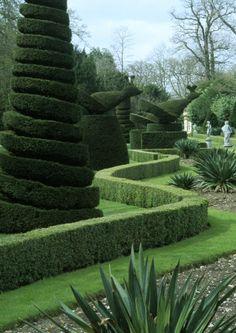 The Long Garden at Cliveden, Buckinghamhsire - Plant Sculpture Topiary Art Garden Garden Landscape Design, Landscape Architecture, Garden Landscaping, Landscaping Design, Topiary Garden, Garden Art, Formal Gardens, Outdoor Gardens, Amazing Gardens