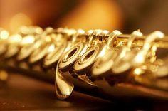 ----------A FLAUTA TRANSVERSAL - PRIMEIRO CONTATO----------  O músico que toca flauta transversal na orquestra é chamado de flautista. A fl...