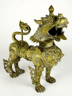 Catawiki online auction house: Large gilt bronze statue of guardian lion Foo Dog - Nepal - second half century Stone Lion, Fu Dog, Dog Show, Antique Art, Chinese Art, Garden Pots, Nepal, Lion Sculpture