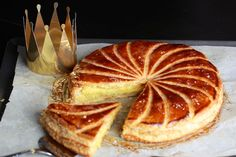 An inescapable recipe from Galette des kings to frangipane at Thermomix on Yummix Dessert Thermomix, Cooking Time, Cooking Recipes, Vegetarian Recipes, Sweet Recipes, Love Food, Sweet Tooth, Food And Drink, Dessert Recipes