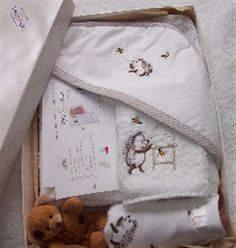 P7AA - Bath time Baby Gift Pack Hedgehog Bath, Happy Hedgehog, Baby Body, Herschel Heritage Backpack, New Baby Gifts, Bath Time, New Baby Products, Towel, Vest