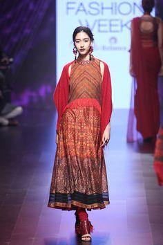 Tarun Tahiliani- Lakmé Fashion Week winter festive 2016 Review – Vogure