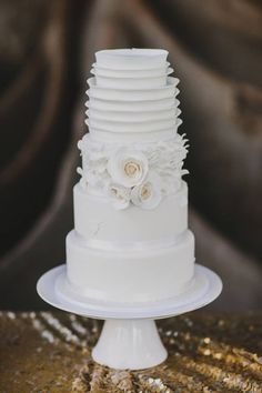 Amazing Elegant White Wedding Cake Picture