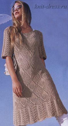 Болеро махровое Платье вязаное. Узор из кос Платье вязаное спицами Пальто спицами. Ажурные рукава Свадебное платье из мотивов