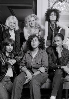 """"""" A group portrait of female punk and new wave musicians in London, August L-R (back) Debbie Harry of Blondie, Viv Albertine of The Slits, Siouxsie Sioux of Siouxsie And The Banshees, (Front) Chrissie Hynde of The. Carrie Brownstein, Siouxsie Sioux, Siouxsie & The Banshees, Pop Rock, Rock And Roll, Gi Joe, New Wave, Beatles, Chicas Punk Rock"""