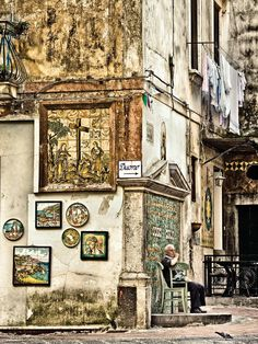 Elderly Italian man sits in Vietri sul Mare village, Amalfi Coast. Photo by Robert Leon