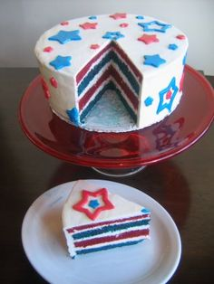 Fun 4th of July cake... becoming one of my favorite holidays again :) Maybe @Micah Sargisson Hubbard would help me with this one this year? I'm not good with fancy frosting...
