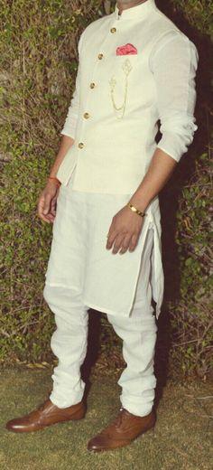 121 Indian Groom Wear Ideas for Unforgettable Memories - VIs-Wed Mens Indian Wear, Mens Ethnic Wear, Indian Groom Wear, Indian Men Fashion, Mens Fashion Suits, Mens Wedding Wear Indian, Mens Suits, Wedding Kurta For Men, Wedding Dresses Men Indian