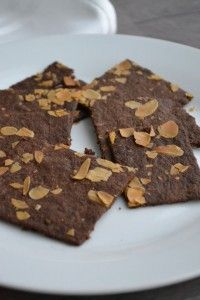 Geurige, brossige boekweit speculaasjes gezoet met goede suikervrije appelstroop. De koekjes zijn glutenvrij, paleo-proof, e.d. Let's start baking!