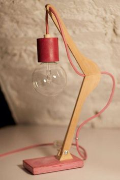 Upcycling: Lampe aus altem Kleiderbügel selber machen als DIY Deko – Upcycling: Make a lamp from an old hanger yourself as a DIY decoration – Wooden Lamp, Wooden Diy, Make A Lamp, Diy Casa, Creation Deco, Unique Lamps, Modern Lamps, Lamp Design, Design Design