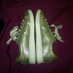 Guess gold sneakers Worn a handful of times Guess Shoes Sneakers