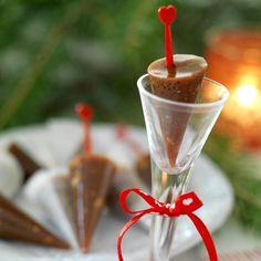 Det här är garanterat ett julgodis som kommer att göra succé! Knäckklubborna tar lite tid att göra, men de är väl värda besväret.