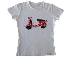 Motocicleta roja y negro. Incluye relieve acolchado en la parte trasera y lazo de cuadros de vichy blanco y rojo. 24€