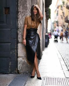 There's something about a leather skirt that always makes an outfit come together. Whether you're heading to work or to a weekend coffee date, below are some leather skirts that are worth adding to your… View Post Casual Fall Outfits, Classy Outfits, Chic Outfits, Fashion Outfits, Womens Fashion, Skirt Fashion, Look Fashion, Fashion Models, Fashion Beauty