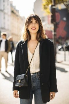 On porte le blazer avec son jean, comme Jeanne Damas. Jeanne Damas, French Chic Fashion, Look Fashion, Fashion Outfits, Dope Outfits, Fashion Trends, French Girl Style, French Girls, Fashion Week Paris