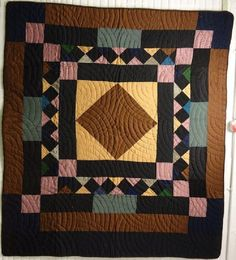 Amische Quilts, Wool Quilts, Amish Quilt Patterns, Quilting Ideas, Antique Quilts, Vintage Quilts, Amish Dolls, Medallion Quilt, Traditional Quilts