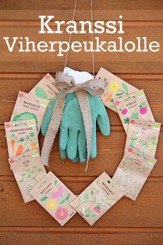 Garden wreath made of seed packets. / DIY kranssi lahjaksi viherpeukalolle. Myös hyvä äitienpäivälahjaidea. Lue lisää blogista.
