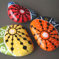 Painted beach pebbles magnets set of 3 by ZamzamCreations Pebble Painting, Dot Painting, Pebble Art, Stone Painting, Stone Crafts, Rock Crafts, Arts And Crafts, Pebble Stone, Stone Art
