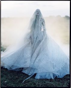Beautifully Strange :: Kristen McMenamy by Tim Walker (model looks dead, but dress is fabulous) High Fashion Photography, Glamour Photography, Lifestyle Photography, Editorial Photography, Paris Photography, Ciel Rose, Tim Walker Photography, Mannequins, Macabre
