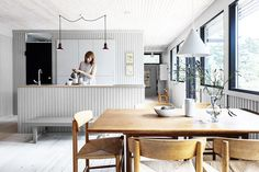 Stine-Ny-Jensen-Andreas-Burchard_10 Cabin Kitchens, Beach Cottage Style, Compact Living, Scandinavian Home, Prefab, Little Houses, Small Apartments, House Plans, Dining Table