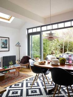 Victorian terraced home extension dining area | Interior Design | Real Homes Open Plan Kitchen Dining Living, Open Plan Kitchen Diner, Living Room Kitchen, Modern Retro Kitchen, Side Return Extension, Rear Extension, Victorian Terrace, House Extensions, Dining Area