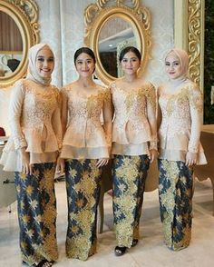 "3,221 Suka, 54 Komentar - Inspirasi Kebaya Indonesia (@kebayainspirations) di Instagram: ""Tata Rias dan Busana Penerima Tamu by @sanggar_liza ❤️❤️ Kebaya made in @lizaboutique"" Kebaya Peplum, Kebaya Lace, Kebaya Hijab, Kebaya Brokat, Batik Kebaya, Kebaya Muslim, Batik Dress, Lace Dress, Muslim Fashion"